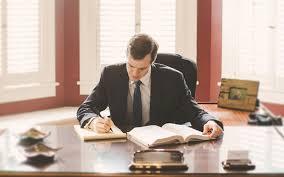 وکیل پایه یک دادگستری به چه کسی گفته میشود و فرق آن با وکیل پایه دو چیست؟